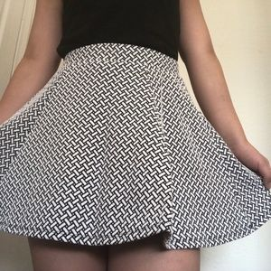 Aéropostale Patterned black and white skater skirt